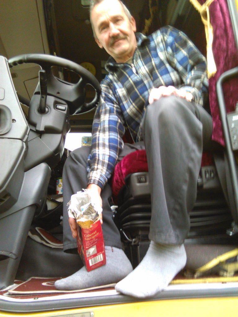 En af chaufførerne fra Letland viste frem en beholder han har i bilen til affald. Affald han ikke kunne drømme om at smide i naturen. Den samme chauffør hjalp iøvrigt Ren By –gruppen med at samle affald.